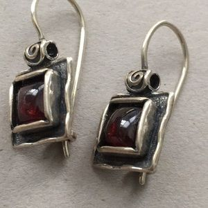 Silpada .925 garnet hammered square drop earrings